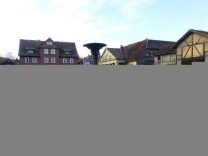 7a Königshütte mit Hüttenbrunnen
