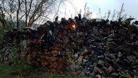 Weiterlesen: Brennender Holzstapel in Neuhof