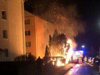 Weiterlesen: Feuerwehr verhindert Flammenübersprung auf Mehrfamilienhaus