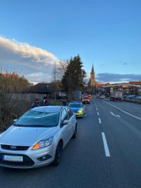 Weiterlesen: Baum stürzte auf PKW