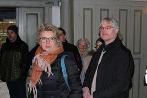 Architektin Susanne Haake und Pastor Witlowski.