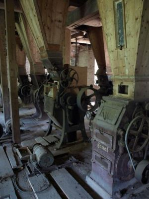 Noch immer stehen viele Müllereimaschinen in der alten Mühle. Einige davon wurden auf der Königshütte hergestellt.