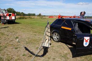 Die beiden Seilwinden werden mit einem Fahrzeug zurück zum Start gebracht.