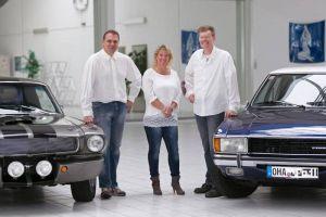 """Das Dreigestirn des """"Autohauses Riedel"""": Mechaniker Ulf Saatze, Bürokauffrau Nicola Kohlrausch und Kfz-Meister Alex Riedel (von links). (Foto: Riedel)"""
