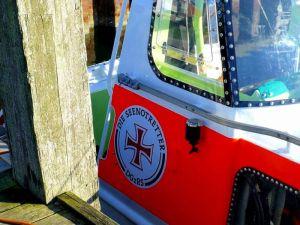 Seenotrettungskreuzer dienen der Rettung Schiffbrüchiger und werden auf hoher See eingesetzt.