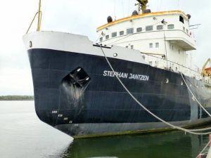 Im Rostocker Stadthafen liegt der außer Dienst gestellte Eisbrecher Stephan Jantzen.