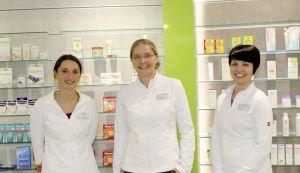 Freuen sich auf die Kunden: Luisa Janssen und ihre PTAs Christin Schomburg (links) und Sarah Klapproth.