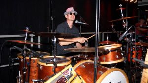 Uwe Pohl, Drummer, startet die 1. Eichsfelder Oldie-Night. Hier in Aktion bei seinem Gastspiel mit Sixpack Corner im November letzten Jahres in Scharzfeld.