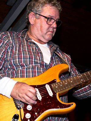 Als dritte Band werden in Seulingen Uwe Pohl & Special Guests auftreten. Mit dabei Alfons Rosenthal von Sixpack Corner.