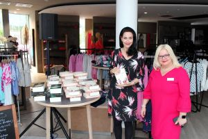 Zu Gast bei den Buchwichteln: Autorin Julia Kröhn (links) mit Susanne Kinne.