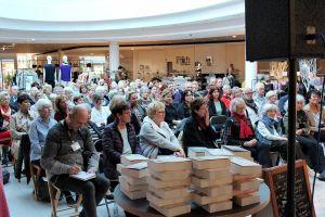 Das Publikum der ausverkauften Veranstaltung lauschte aufmerksam...