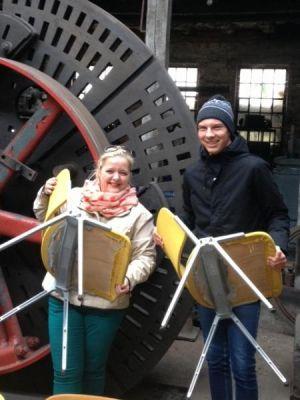 Fleißiges Stühlerücken für den Mordsharz in der Maschinenfabrik der Königshütte; links Susanne Kinne.