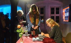 Natürlich durften die Autoren auch in Herzberg wieder viele Bücher signieren.