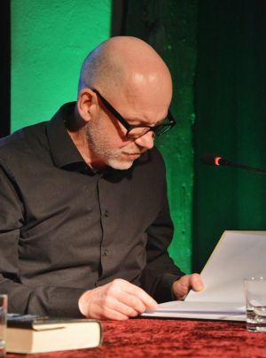 ...Wiederholungstäter Dietmar Wunder übernahm erneut die Lesung einer deutschen Übersetzung bei Mordsharz...