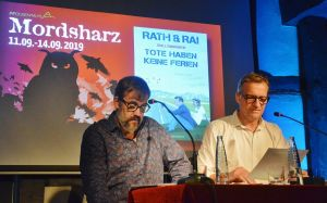 Können nicht nur zusammen schreiben, sondern auch zusammen lesen: Hans Rath (links) und Edgar Rai.