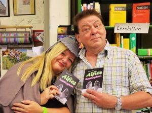 Buchhändlerin Susanne Kinne mit Helmut Exner.