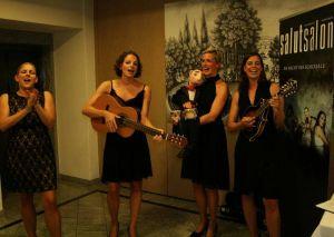 Singen für ihr Musikschulprojekt in Chile