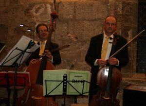 """Die """"Herr""""schaften mit den etwas gröreren """"Geigen"""" (Kontrabass & Cello)"""