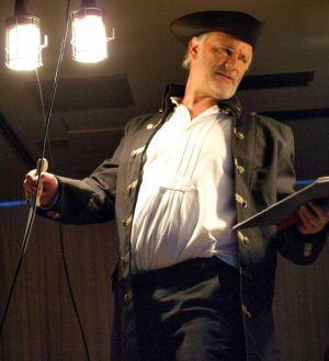 Stefan Dehler als John Silver.