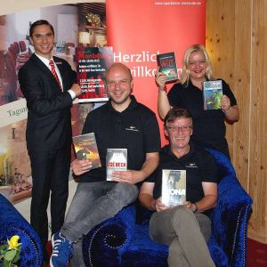 Konspiratives Treffen (von rechts): Die Organisatoren Susanne Kinne, Roland Lange und Christian Dolle mit Sven Kamrad vom Sponsor Sparkasse Osterode am Harz.
