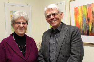 """Uwe Günther mit Ehefrau Inge: der frühere Techniker begann erst im Ruhestand mit der Malerei. """"Aber irgendwie steckte es immer schon in ihm drin"""""""