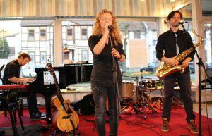 ...Christina Rommel und ihre exzellente Band in der Pianostube begrüßen