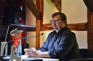 Traut seinen Lesern das Lesen zu: Andreas Gruber.