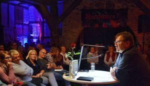 Gespannt folgte das Publikum auch den Anekdoten der Autorinnen und Autoren...