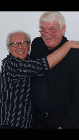 """Sie spielen seit 1965 zusammen: Gitarrist Bernd Bauer und Reiner """"Latschen"""" Bartels…"""