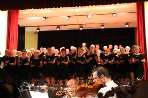 ....und der Chor der Singakademie Harz unter Gesamtleitung von José López de Vergara boten ein äußerst kontrastreiches Programm
