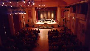 ...und konnte sich über einen gut gefüllten Kursaal freuen (Foto: Inge Holzigel)