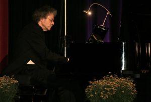 Christian Elsas konzentriert und virtuos am Flügel