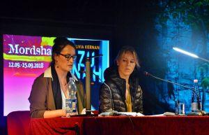 """Es gab auch wieder ein internationales Duo: Schauspielerin Anneke Kim Sarnau (links) las aus dem Buch """"Zu nah"""" der irischen Autorin Olivia Kiernan."""