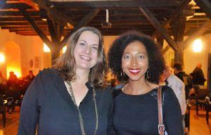 Endlich einmal persönlich kennenlernen: Romy Fölck und Melanie Raabe freuten sich über den Abend im Herzberger Schloss.