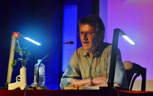 Der Lokalmatador, der droht: Roland Lange überlegt, ob er seinen nächsten Roman nicht besser in Nordhausen spielen lässt.