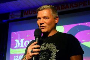 Der Thrillerautor, der zum Lachen bringt: Andreas Winkelmann verriet Tricks für einen garantierten Bestseller-Erfolg.