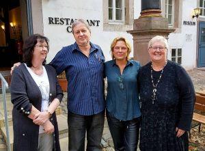 Freuen sich auf den Märchenkosmos im Schloss (von links): Petra Hoeft (Stadt Herzberg), Peter Bischof (Vorsitzender Förderverein Schloss Herzberg), Janette Rauch und Martina Mantek (Schlosscafé). (Foto: Frederick Cobb)