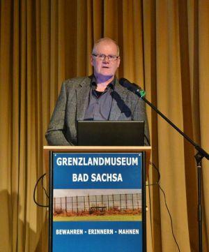 Lieferte erschreckende Fakten von der menschenverachtenden Installation an der innerdeutschen Grenze: Uwe Oberdiek, Ausstellungsleiter im Grenzlandmuseum Bad Sacha.