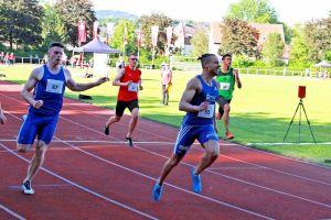 Steven Müller (55) sprintete zum Doppelsieg über 100 und 200 Meter. Lokalmatador Tizian Kirchhof von der LG Osterode (27) hielt ordentlich mit.