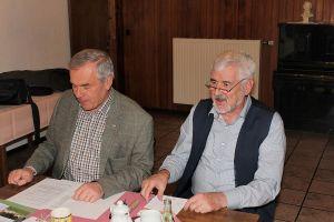 Jürgen Kuhnert (links) und Uwe Roloff nahmen die Verleihung vor.