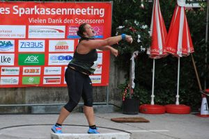 Beim Kugelstoßevent am Freitagabend stieß Weltmeisterin Christina Schwanitz das Gerät auf 19,17 Meter…