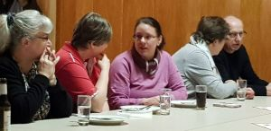 Neben Vortrag und Essen blieb auch Zeit für intensive Gespräche.