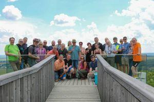 Eine Weinprobe auf einer LEADER geförderten Aussichtsplattform erlebten die Teilnehmer der LEADER-Regionen im Südburgenland.