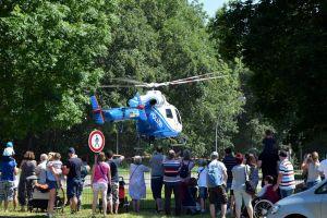 Aufsehen erregend: Die Landung eines Polizeihubschraubers...
