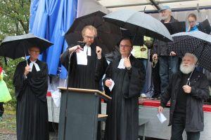 Pastoren (v.links) T. Hofer, H. Reinhard, J. Lenz, H. Krause