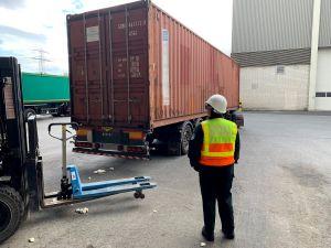In einem verplombten Lastwagen wurden die drei Tonnen Tabak in die Nähe von Helmstedt gefahren...