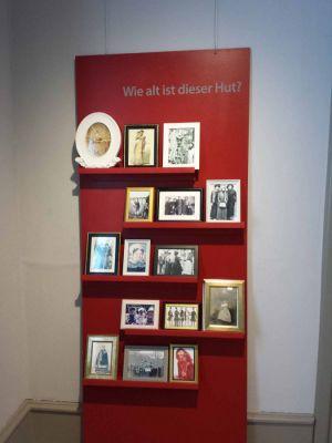 Die Besucher können ein Foto ihres Lieblingshutes mitbringen.