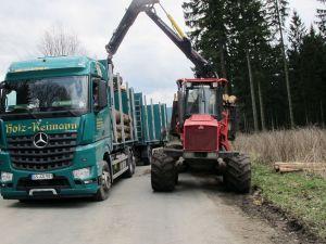 Auch die wärmer gewordenen Winter in Verbindung mit nassen und unbefahrbaren Böden zwingen die Forstwirtschaft in eingeschränkte Bewirtschaftungszeiträume.