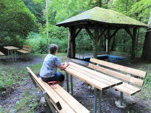Neue Sitzgruppen an der großen Wassertretstelle im Andreasbachtal