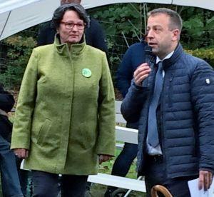 Sabine Ciossek-Dreymann mit Osterodes Bürgermeister Jens Augat.